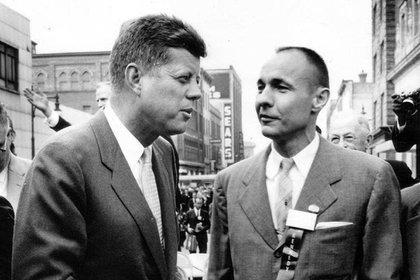 El presidente John F. Kennedy junto a William F. Liebenow (fotografía familiar de Liebenow)