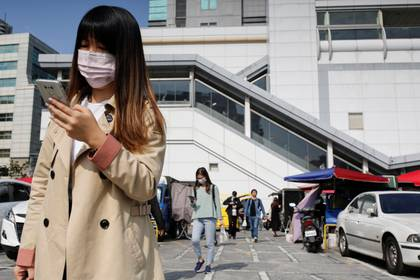 Taiwán tomó medidas contra el COVID-19 muy temprano, entre ellas el sistema de valla digital, y obtuvo buenos resultados. (REUTERS/Ann Wang)