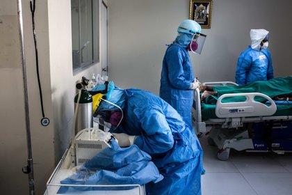 Las muertes por COVID-19 en Perú podrían ser más del doble que las ...