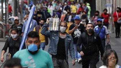 De acuerdo con la SSa, hasta este domingo se han registrado 104,981 casos positivos acumulados y 10,869 muertes por coronavirus en la Ciudad de México (Foto: AP)