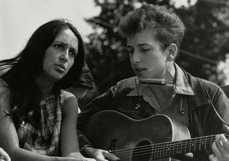Joan Baez y Bob Dylan, durante la Marcha por los derechos civiles en Washington de agosto de 1963.(Shutterstock)