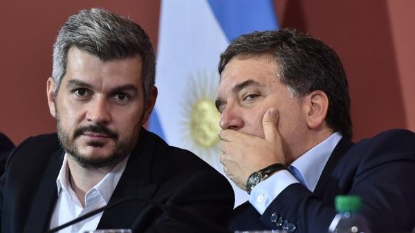 Marcos Peña y Nicolás Dujovne en la conferencia de prensa que anunciaron el cambio de metas de inflación para el Banco Central (Adrián Escandar)