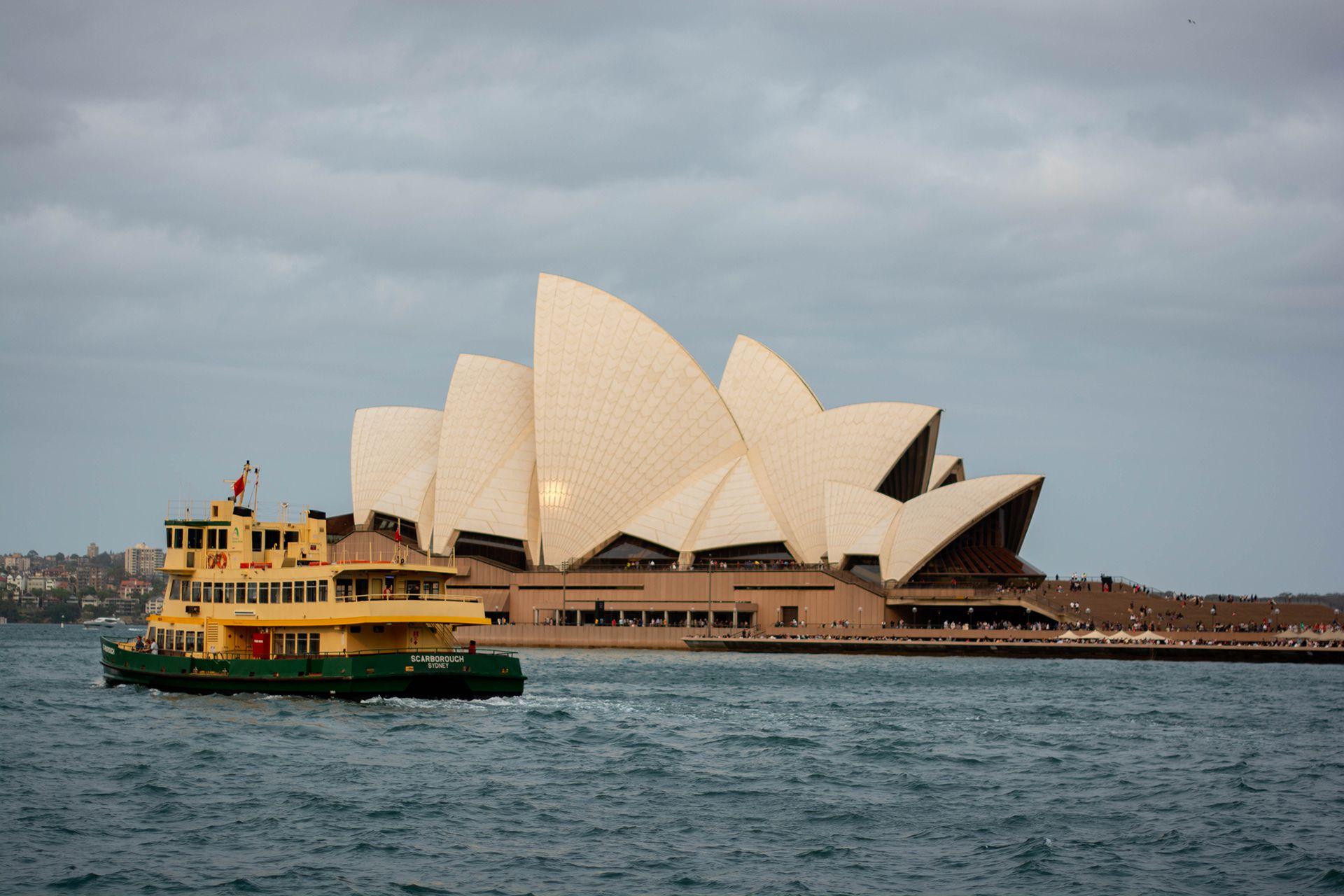 La Ópera de Sidney rodeada de aire espeso (Enredados por el Mundo)