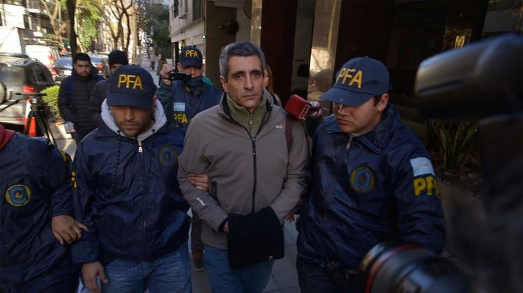 Roberto Baratta al ser detenido (Gustavo Gavotti)