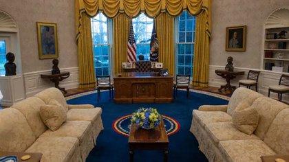 La Oficina Oval redecorada por el presidente Joe Biden. (Bill O'Leary/The Washington Post)