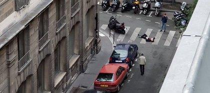 A través de redes sociales se difundió esta imagen de un hombre herido en la zona de la Ópera durante el ataque
