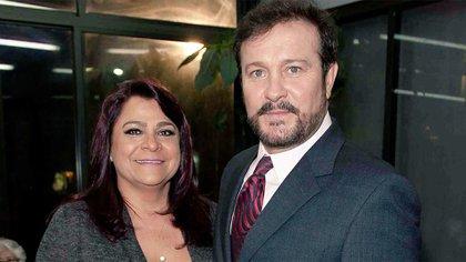 Arturo Peniche y Gaby Ortiz se casaron en 1982 y desde hace más de un mes se mantienen distanciados (Foto: Twitter@CarLon_2020)