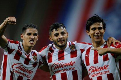 Carlos Antuna (i), Alexis Vega (c) y José Juan Macías (d) fueron convocados constantemente por el técnico argentino (Foto: EFE)
