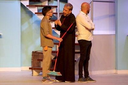 Rodrigo Noya, protagonista de La Mentirita, comparte el escenario con sus colegas, Freddy Villarreal y René Bertrand