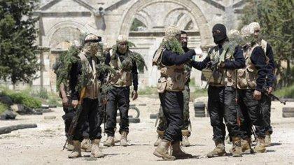 Los terroristas de HTS han estado combatiendo contra las tropas del régimen y contra otros grupos yihadistas, como el ISIS
