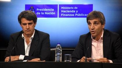 El ministro de Hacienda Alfonso Prat-Gay, junto al secretario de Finanzas, Nicolás Caputo. Nicolas Stulberg 162