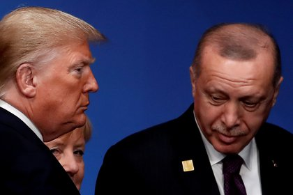 Donald Trump y Tayyip Erdoganen una cumbre de la OTAN. REUTERS/Christian Hartmann/Pool/File Photo