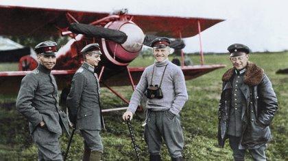 """El as alemán Manfred von Richtofen, el """"Barón Rojo"""", en esta fotografía de 1917 (Cortesía Editorial Head of Zeus)"""