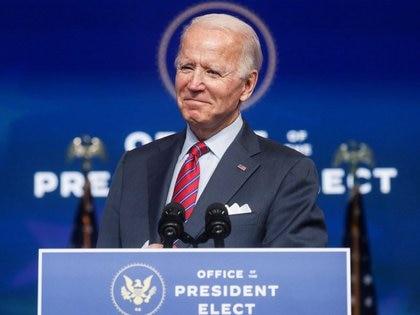 El presidente electo de Estados Unidos, Joe Biden, habla sobre la economía y el informe de empleos de Estados Unidos en su sede de transición en Wilmington, Delaware, Estados Unidos. 4 de diciembre de 2020. REUTERS/Leah Millis