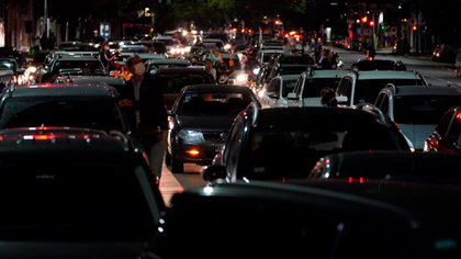 Los que se encontraban circulando en auto se sumaron con bocinazos a medida que avanzaban por las calles (Franco Fafasuli)