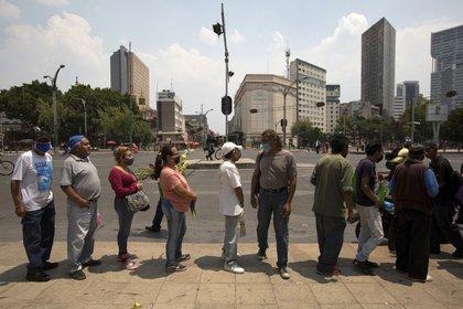 Millones de mexicanos cambiaron sus hábitos sociales con la llegada del coronavirus (Foto: AP / Fernando Llano)