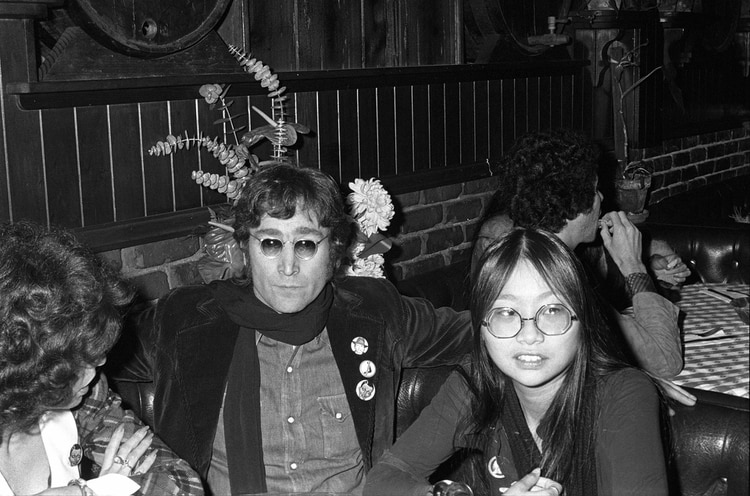 May Pang y John Lennon (Foto: Fairchild Archive/Penske Media/Shutterstock)