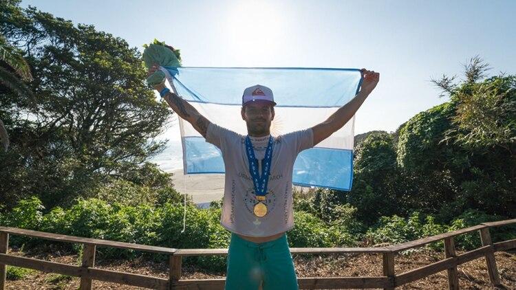 Santiago Muñiz es la ilusión de la Argentina en surf