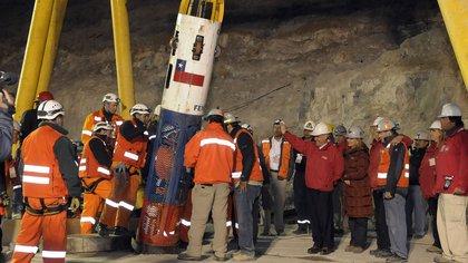 La cápsula Fénix 2 que transportó a los mineros y a los rescatistas. Cada viaje duraba cerca de veinte minutos. El proceso del rescate duró más de un día