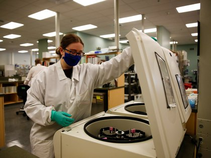 Jacqueline Dunlap places whole blood samples into a centrifuge to separate plasma for antibody testing at the Bloodworks Northwest Laboratory during the coronavirus disease (COVID-19) outbreak in Renton, Washington, U.S. September 9, 2020. Picture taken September 9, 2020.  REUTERS/Lindsey Wasson