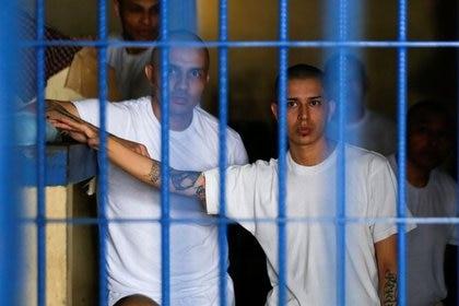 Respetar la sana distancia en los centros penitenciarios es una actividad difícil. (Foto: Reuters)