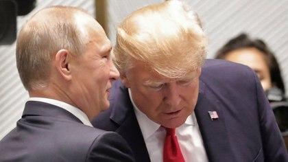 Vladimir Putin junto a Donald Trump (Reuters)