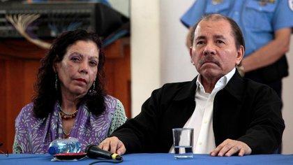 El dictador de Nicaragua, Daniel Ortega, y su esposa, la vicepresidente Rosario Murillo (REUTERS/Oswaldo Rivas)