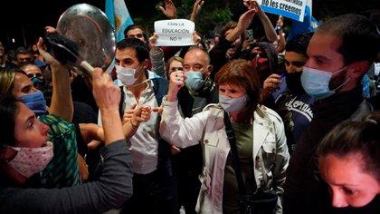 Patricia Bullrich protesta en la quinta de Olivos por las medidas restrictivas a la educación que dispuso Alberto Fernández. Franco Fafasuli