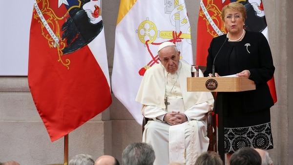 Michelle Bachelet en su discurso ante el Papa (Reuters)