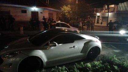 La escena del crimen, con el auto de alta gama que le quisieron robar al joven de 20 años