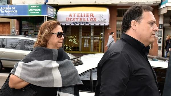 María Isabel Santos y Sebastián Marroquín, camino a los tribunales de Morón