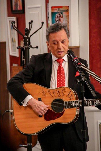 Palito Ortega tocó la guitarra en el final del programa