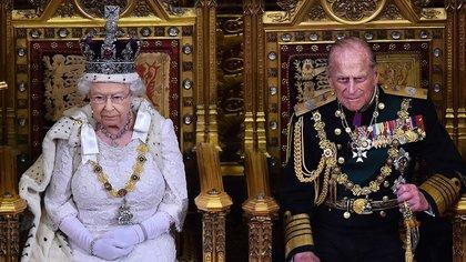 """En sus bodas de oro, Isabel II sintetizó en una frase sus sentimientos hacia su esposo: """"Ha sido, simplemente, mi fuerza durante todos estos años y yo, y toda su familia, y éste y otros muchos países, le debemos una deuda mucho mayor de la que él jamás reclamará, o de la que jamás sabremos"""""""
