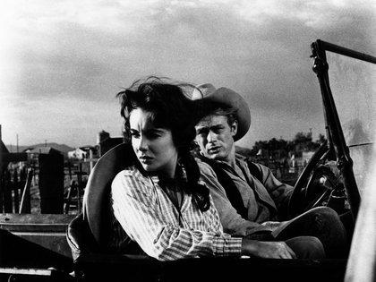 James Dean y Elizabeth Taylor en Gigante (Warner Bros/Kobal/Shutterstock)