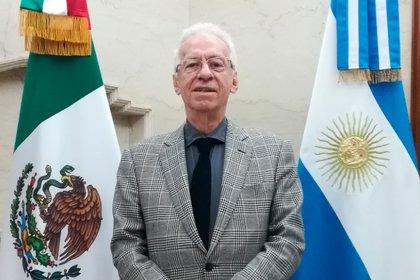 La foto oficial del embajador Oscar Ricardo Valero Recio Becerra en el portal de la Embajada de México