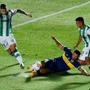 Soccer Football - Copa Diego Maradona - Final - Boca Juniors v Banfield - Estadio San Juan del Bicentenario, San Juan, Argentina - January 17, 2021 Boca Juniors' Edwin Cardona in action with Banfield's Martin Payero Pool via REUTERS/Andres Larrovere