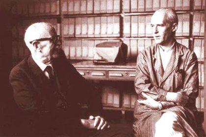 Luis Federico Leloir (derecha) junto a Bernardo Houssay, dos de los premios Nobel que tiene la Argentina