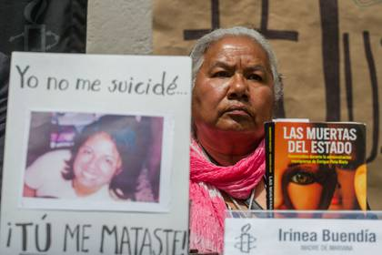 Irinea Buendía, madre de Mariana Lima Buendía, joven asesinada por su pareja en 2010, el caso causó indignación porque los ministeriales lo clasificaron como suicidio, cuando acudieron a la acorte se hizo una investigación que comprobó el feminicidio (Foto: Isaac Esquiel/Cuartoscuro)