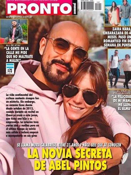 La tapa de la revista Pronto con la foto de Abel Pintos y Mora Calabrese