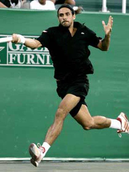 """""""Me llamaron de la marca de raquetas y me dijeron te estamos dando 60 raquetas por año; y a Agassi 15"""" (Foto: AP)"""