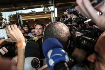 16/12/2020 El senador por Río de Janeiro, Flavio Bolsonaro, uno de los hijos del presidente de Brasil, Jair Bolsonaro.. La Fiscalía General de Brasil ha comunicado este martes que ha solicitado a la Agencia Brasileña de Inteligencia (Abin) y al Gabinete de Seguridad Institucional (GSI) información sobre la supuesta colaboración que habrían mantenido con el senador por Río de Janeiro Flávio Bolsonaro en un intento por sacarle de un caso de corrupción. POLITICA SUDAMÉRICA BRASIL INTERNACIONAL LATINOAMÉRICA RAHEL PATRASSO / ZUMA PRESS / CONTACTOPHOTO