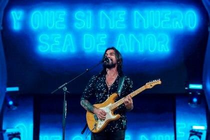 Hoy se cumplen 16 años de la camisa negra de Juanes/EFE/Ángel Medina G./Archivo