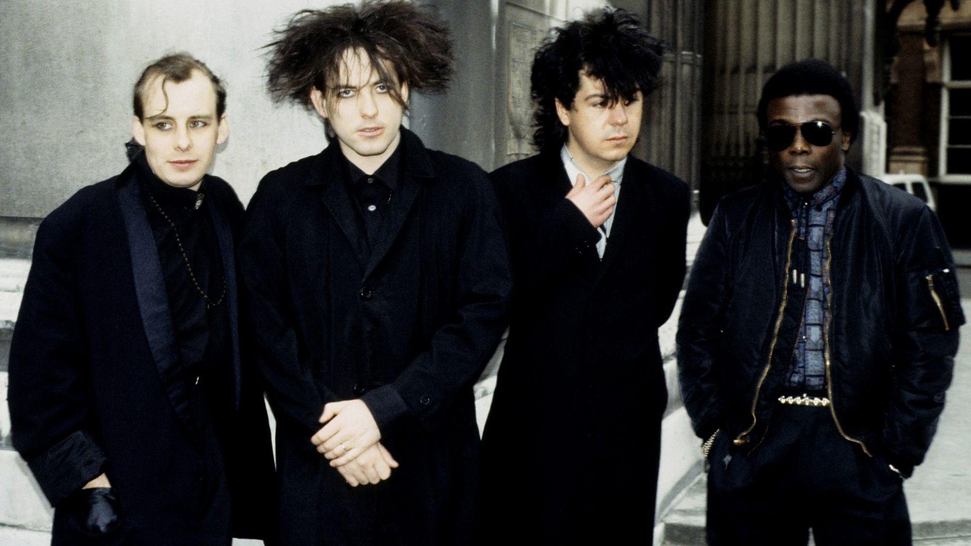 """La película """"The Cure Anniversary 1978-2018"""", sacó un concierto, en película, del cuarenta aniversario de la mítica banda británica. (Foto: The Cure)"""