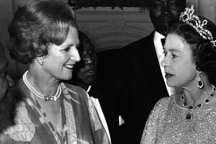 Agosto,1979. La reina Isabel II con Margaret Thatcher en Lusaka, Zambia. (AP Photo)