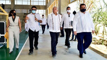 Mendoza Davis junto a López Obrador durante su visita a BCS en agosto pasado (Foto: Cuartoscuro)