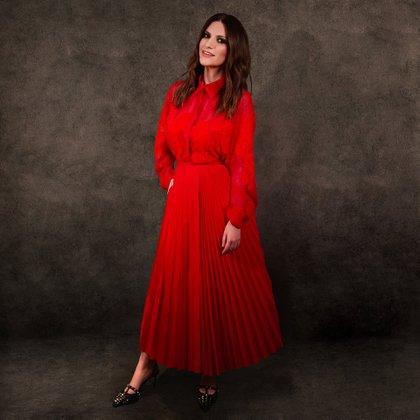 Laura Pausini también optó por el color rojo para los premios. La cantante eligió un conjunto de dos piezas, una camisa y una falda plisada. Ambos de seda (@goldenglobes)