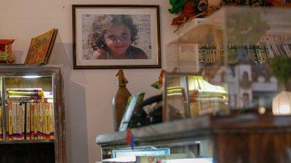 """Pilar, la hija de Paula, es la gran inspiradora de la biblioteca """"Del otro lado del árbol"""""""