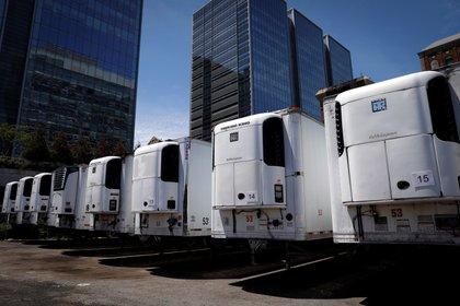 Morgue temporal con camiones frigoríficos en Manhattan (Reuters)