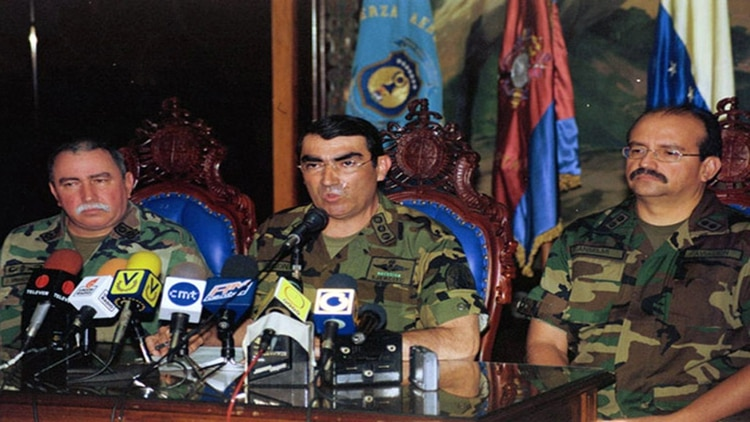 Lucas Rincón Romero, acompañado de Jorge Sierralta y Régulo Anselmi el día 12 de Abril de 2002, momentos antes de anunciar que Hugo Chávez Frías abandonaba el cargo de Presidente de la República de Venezuela