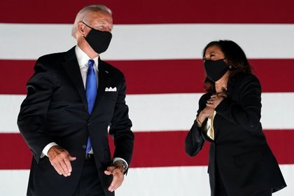Joe Biden y Kamala Harris (REUTERS/Kevin Lamarque)